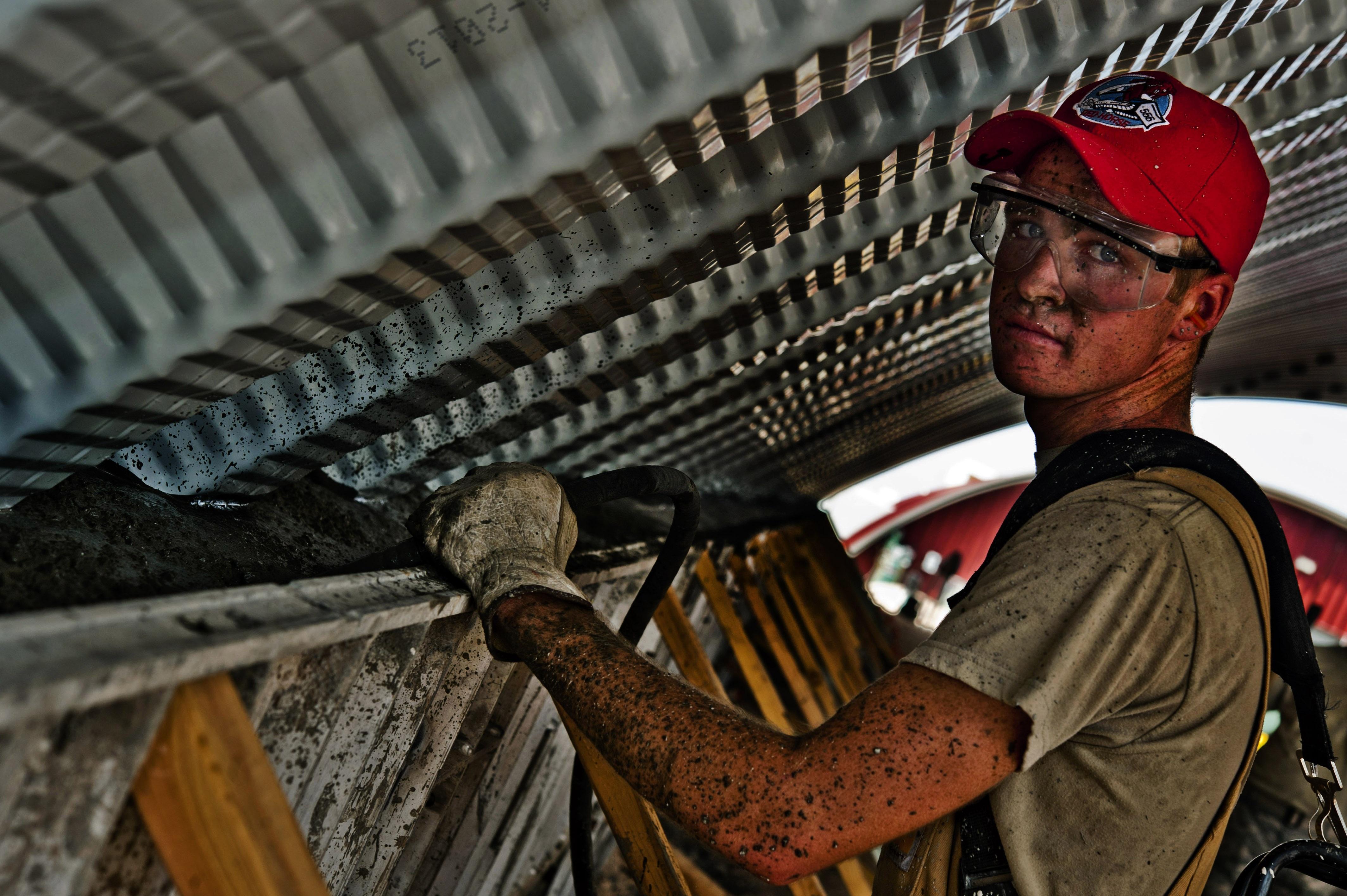 construction-worker-concrete-hummer-vibrator-38600.jpeg